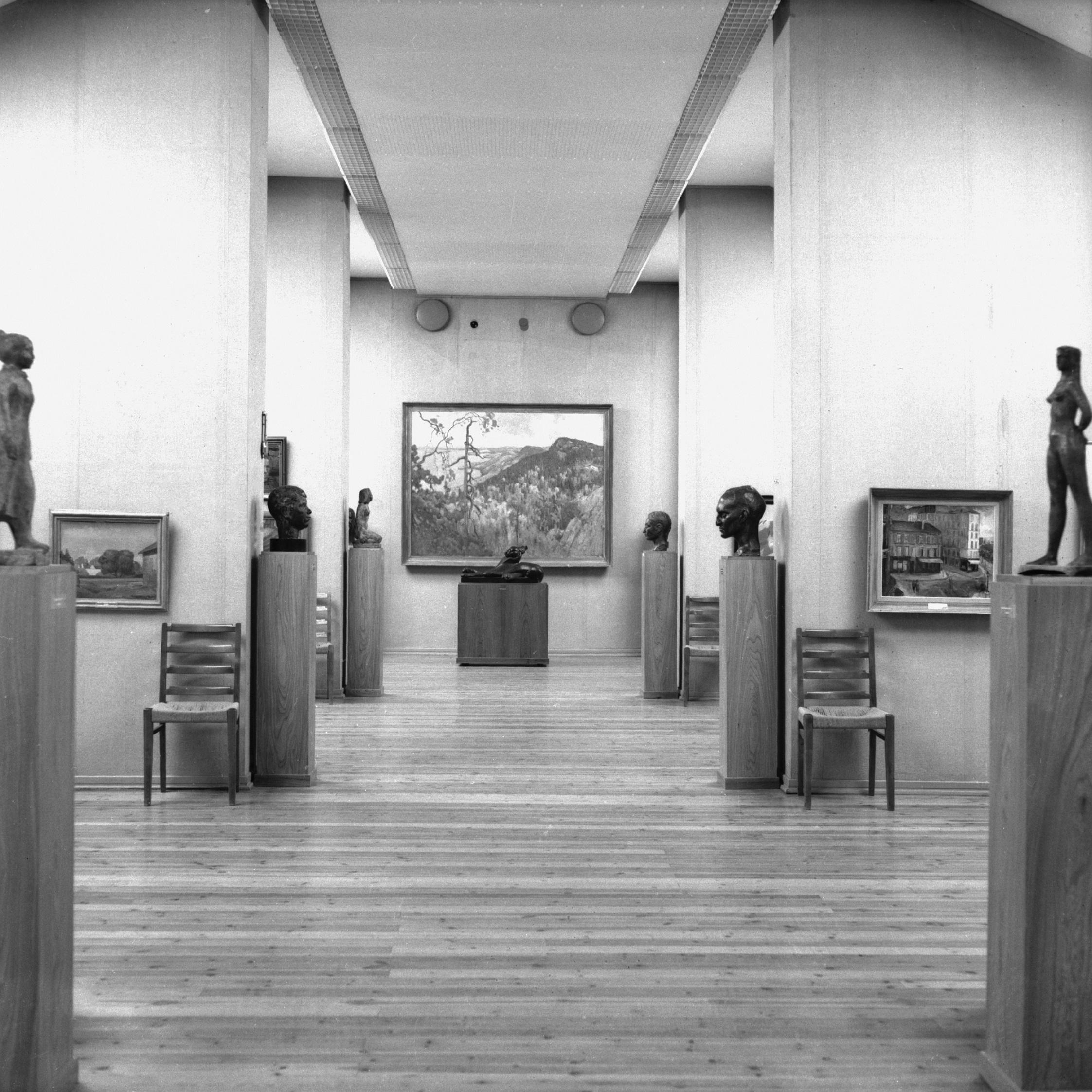 Taidemuseon näyttelytiloja Vesijärvenkadulla.